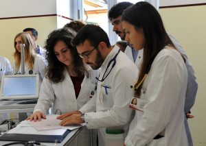 Burocrazy: specializzandi in medicina fermati dalla legge italiana